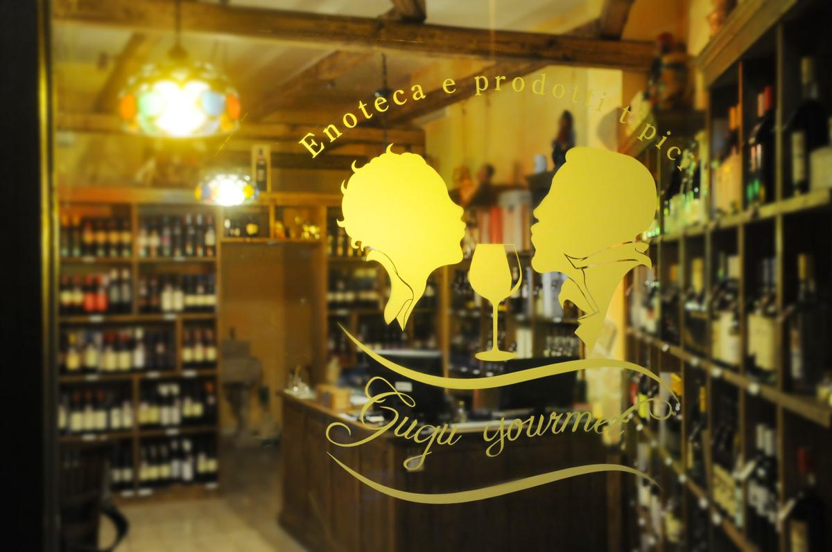 Gugu Gourmet Vetrofania by Maniac Studio