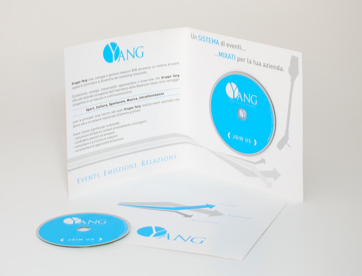 Gruppo Yang Deplian porta CD by Maniac Studio