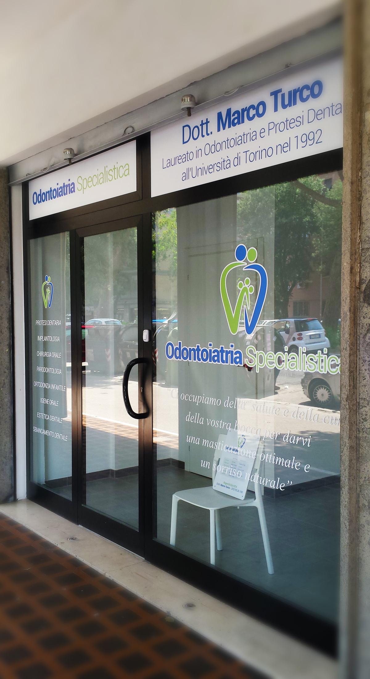 Odontoiatria Specialistica Allestimento Vetrofanie Esterne by Maniac Studio